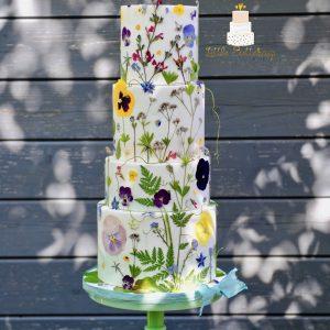 Edible fresh flowers wedding cake