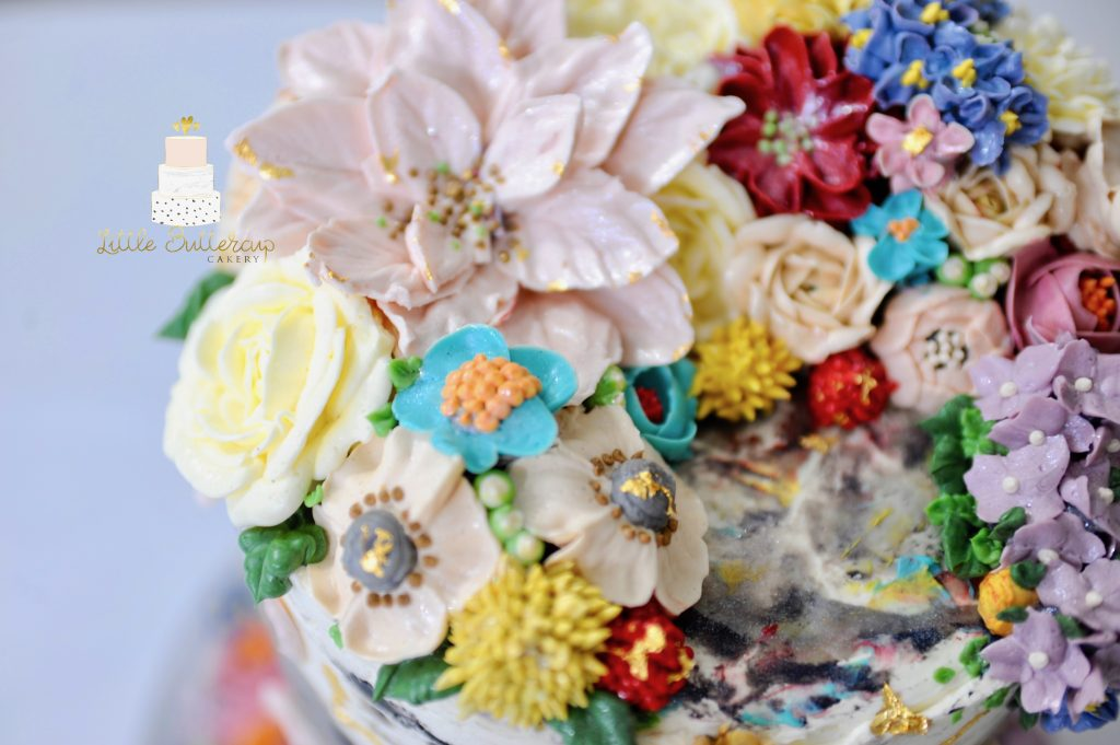 hand piped delicate buttercream flowers