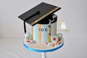 Dortor graduation cake